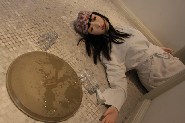 lili昏倒在廚房走道.JPG