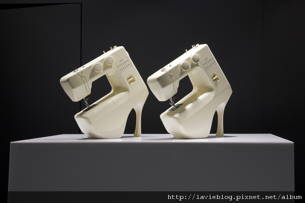 Selfridges Shoe Galleries windows - Lenert and Sander sewing machine window - image 1.jpg