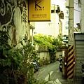 草花弄旁的巷子