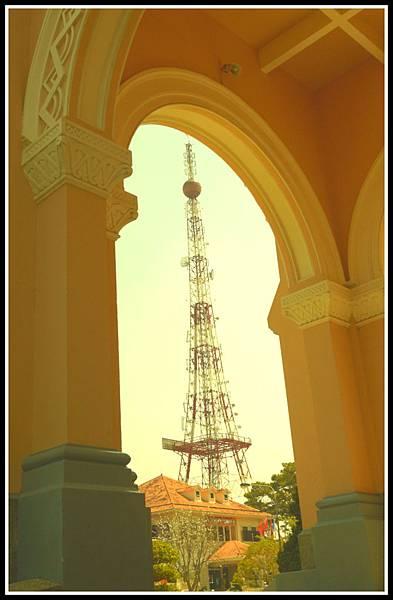 大勒聖母院與電塔