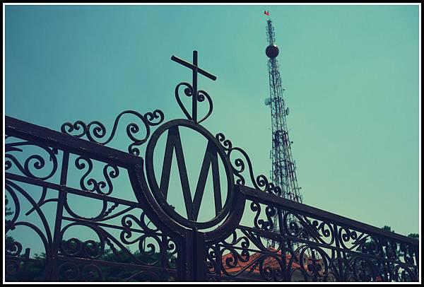 大勒聖母鐵門與電塔