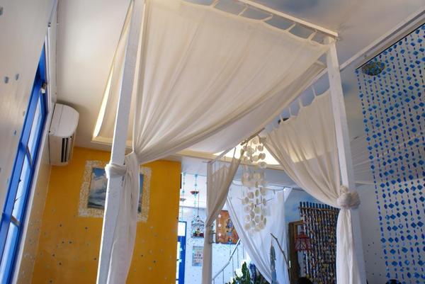 店內有點夢幻的窗簾