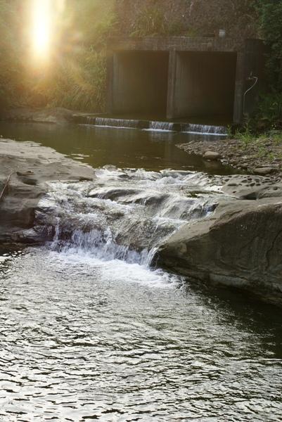 十分瀑布前的小堤