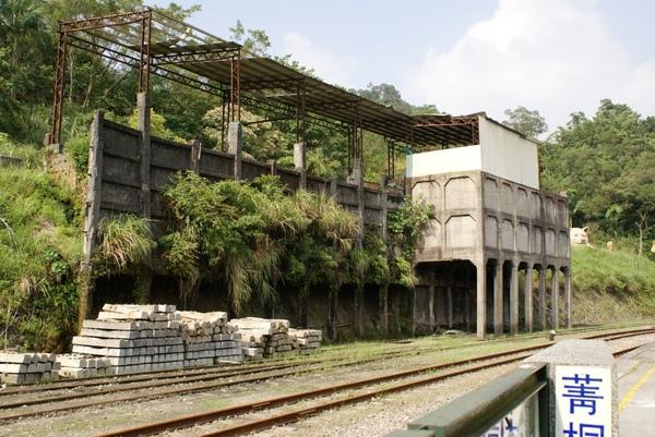 菁桐車戰旁的古老廢墟