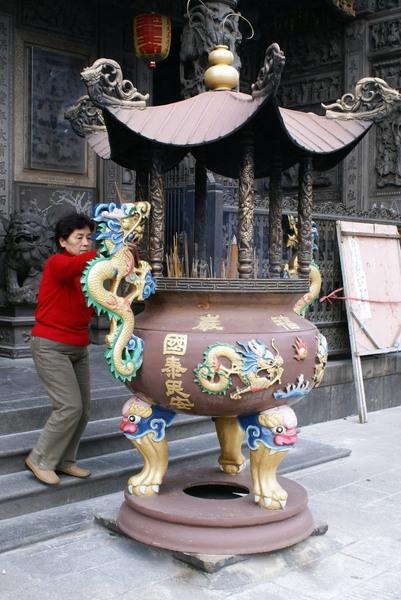 廟前的香爐