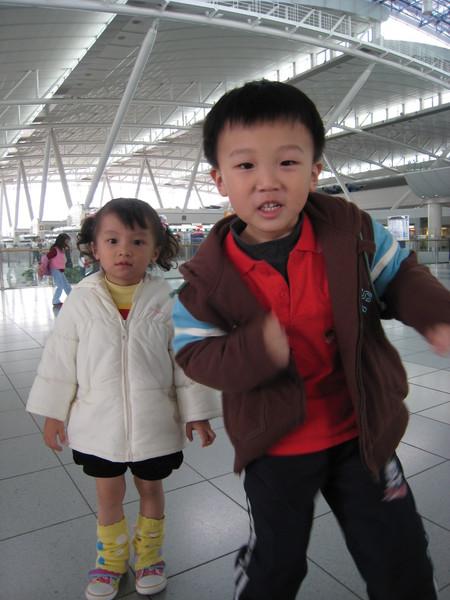 我跟hellen在九州機場