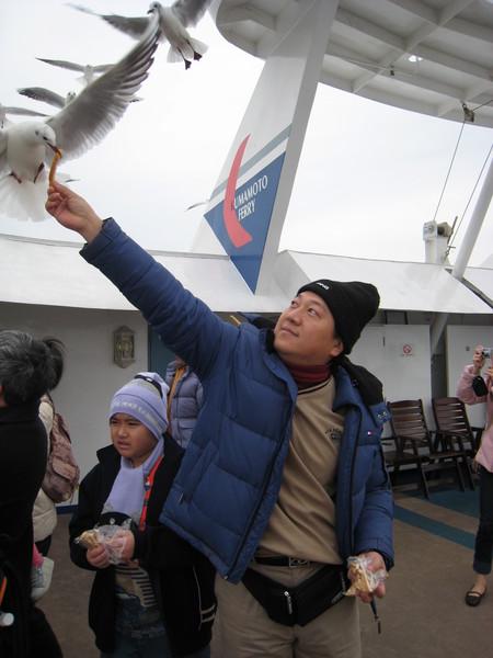 有明海搭乘高速船 餵鴿子