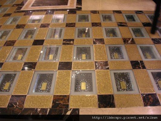 英皇酒店黃金地板