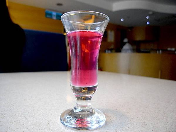 什麼開胃酒之類的,顏色鮮艷的嚇人