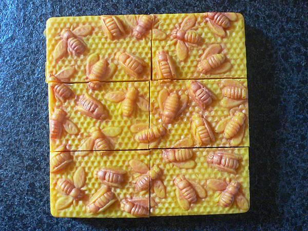 柑菊橙香皂-蜂盤.JPG