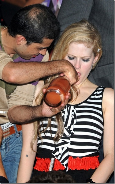 艾薇兒(Avril Lavigne)泡夜店