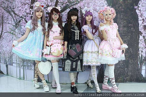 5-Steps-to-Become-Gothic-Lolita-4.jpg