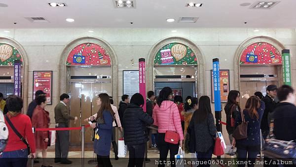 新光三越台北站前店-電梯:身障人士等候區