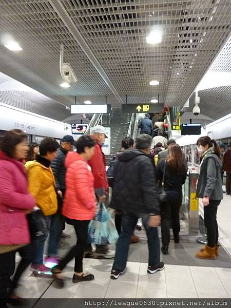 桃園捷運車站手扶梯