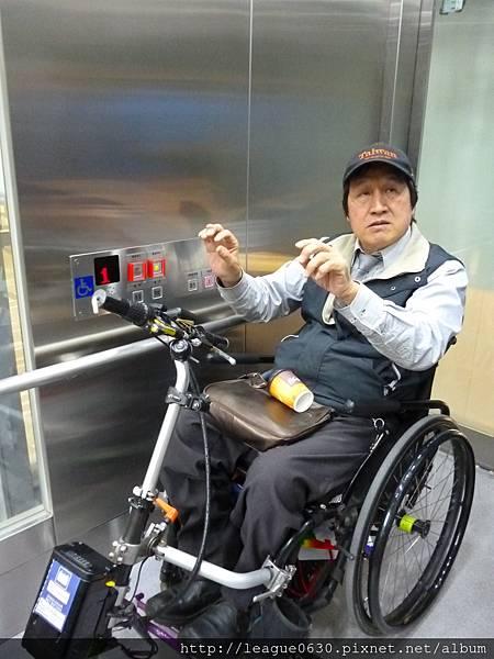 桃園捷運車站電梯(輪椅乘坐者操作盤)