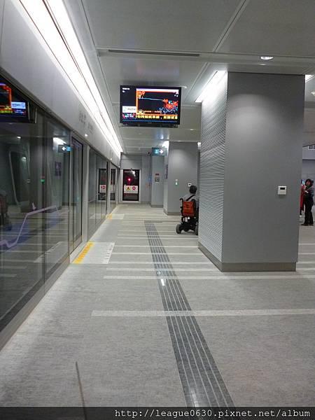 桃園捷運A12站月台