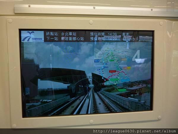 桃園捷運普通車-電子螢幕顯示行車訊息與宣傳影片