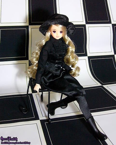 BLACK ERIKA007.jpg