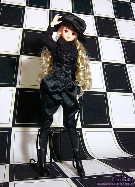 BLACK ERIKA003.jpg