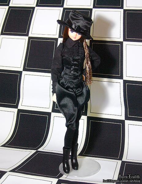 BLACK 03 001.jpg