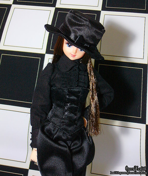 BLACK 03 002.jpg