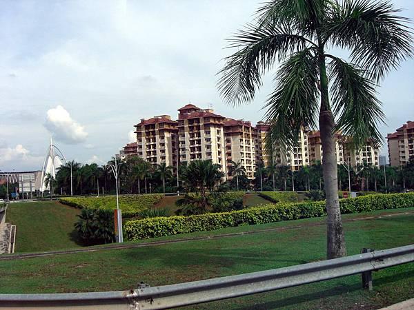 民國98.04.07-11西門子公司年度旅遊-馬來西亞綠中海-往太子城路上 (2).JPG