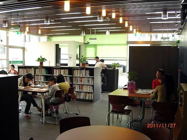 民國100.11.27新北市立圖書館樹林樂山閱覽室 (23).JPG