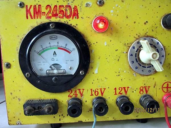用16V充電約3到4小時,此時發現已有電流指數出現,表示電瓶救活了。