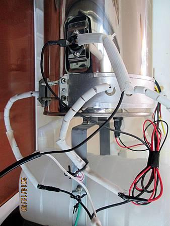溫熱開飲機加熱圈燒壞,更換二次非原廠加熱圈後,都出現水煮開後跳綠燈,但加熱圈卻一直還在加熱不停止之奇特現象。請問是否一定要使用原廠零件才可? (3)