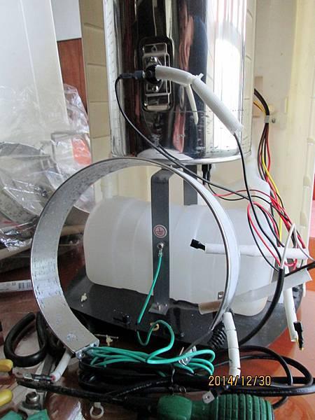 2014.12.31請問歌林KH-R05溫熱開飲機加熱圈燒壞,更換二次非原廠加熱圈後,都出現水煮開後跳綠燈,但加熱圈卻一直還在加熱不停止之奇特現象。請問是否一定要使用原廠零件才可? (2)