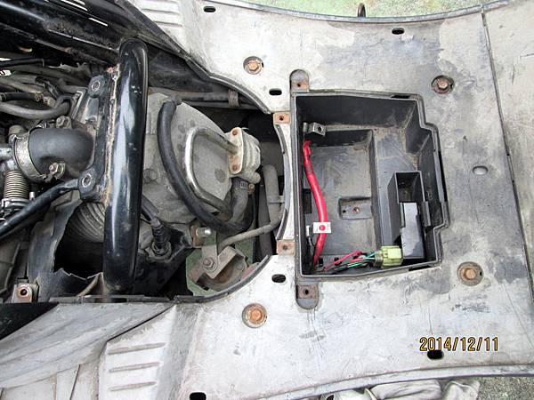 2014.12.11整理遭竊遺失6個月之小黑機車 (3)