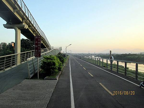 民國105.08.20大漢溪左岸自行車道板橋到樹林段 (1).jpg