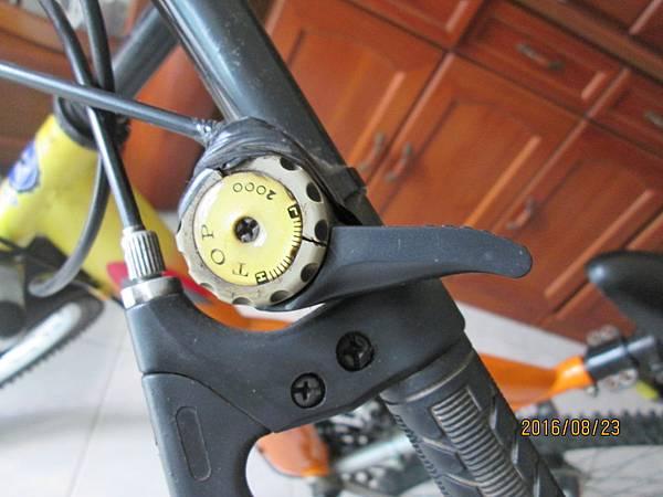 2016.08.24更換腳踏車變速器撥把21速 (3)-損壞品