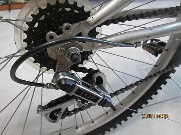 2016.08.24更換腳踏車變速器撥把21速 (14)-鋼絲穿針引線第三段