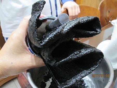 2017.01.08拆解Panasonic國際牌淨水器濾心P-6JRC發現活性碳是粉末有濾布 (4)