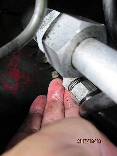 2017.08.19速霸陸金美滿冷氣機高壓中溫段從乾燥瓶到蒸發器段冷媒鋁管接頭螺帽斷裂更換 (2)