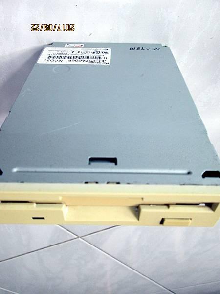 Panasonic JU-257A606P軟碟機3.5吋1.44MB Floppy Disk Dirve (4)