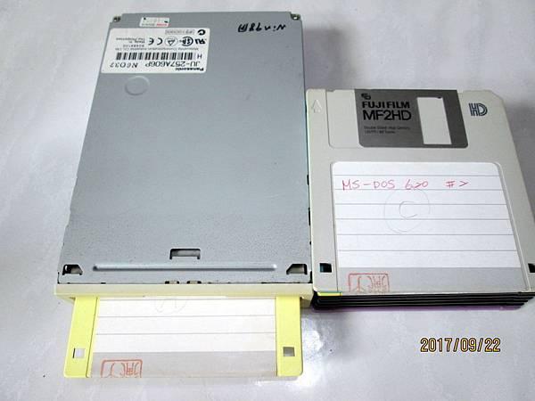 Panasonic JU-257A606P軟碟機3.5吋1.44MB Floppy Disk Dirve (2)