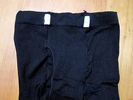 老婆自行縫紉加條鬆緊帶於三件男性九分褲襪給兒子穿 (1).jpg