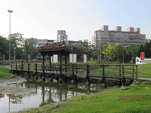 107.06.16早晨散步於板橋溪北公園 (18).jpg
