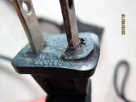 107.08.16大同電鍋10人份電源線插頭因高溫而熔蝕 (4)