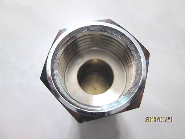 2019.01.21使用12年的強制排氣瓦斯熱水器加裝逆止閥以防止偶發性水錘效應 (4)