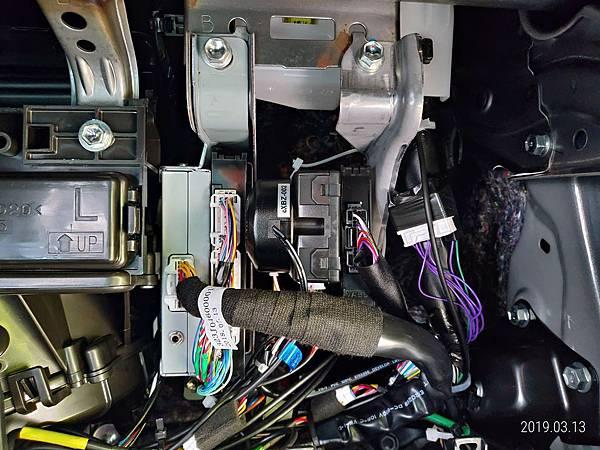 2018 Toyota Altis 手套箱背部之電子零件 (1)