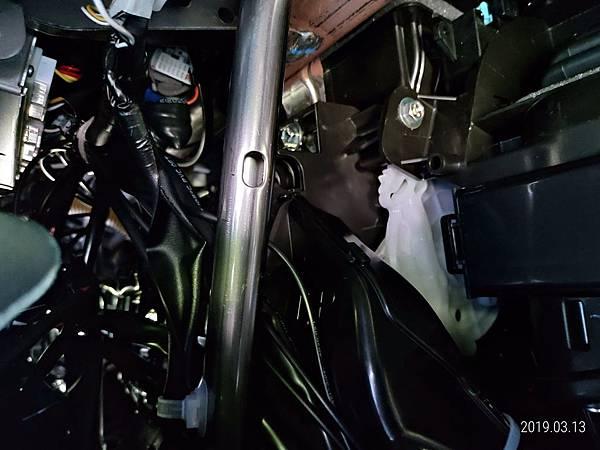2018 Toyota Altis 手套箱背部之電子零件 (4)