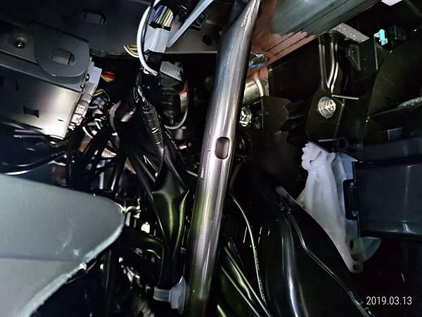2018 Toyota Altis 手套箱背部之電子零件 (3)
