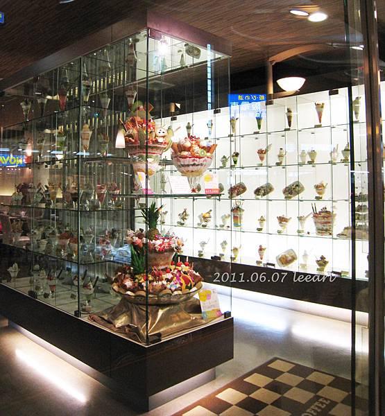 201106 京都三条河原町咖啡店 超多種冰淇淋甜點~~巨無霸總匯日幣一萬