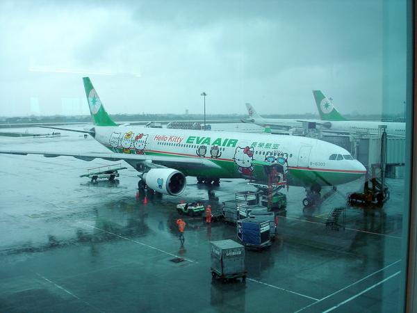出發囉 .. Hello Kitty班機往東京
