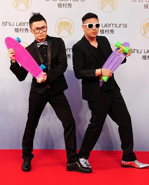 比爾賈(右) 、聶永真(左)出席金曲獎星光大道。