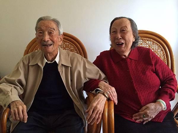 二人鶼鲽情深 相親相愛 相守 65 年