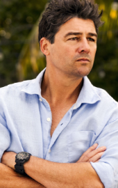Kyle Chandler.png